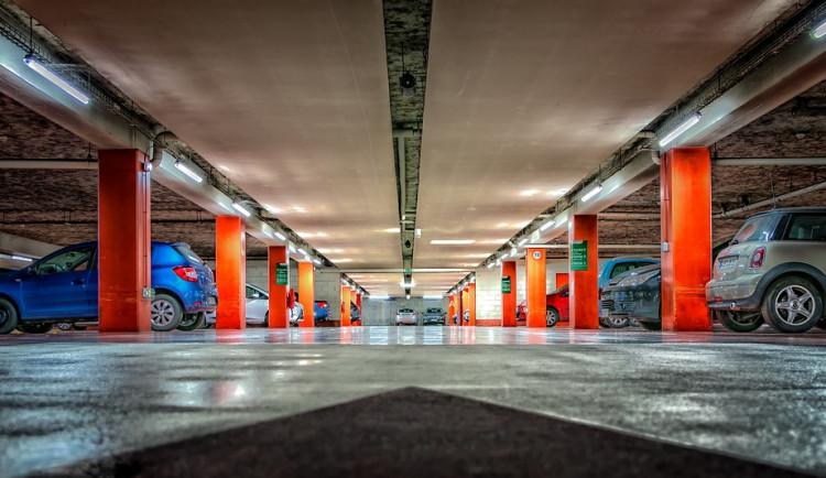 U nemocnice v Náchodě vznikne nový parkovací dům. Má vyřešit problém s parkováním v areálu