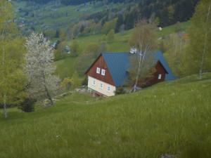 250 let starou chalupu v dezolátním stavu uvedla do původního stavu. Majitelku ocenil i Královéhradecký kraj