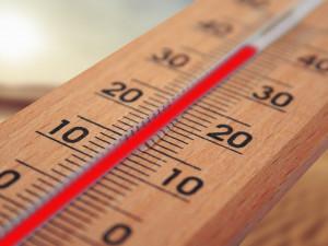 Meteorologové vydávají varování před požáry a vysokými teplotami. Platit bude celý víkend