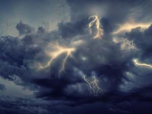 Dnes v noci hrozí silné bouřky. Meteorologové vydávají druhý stupeň nebezpečí