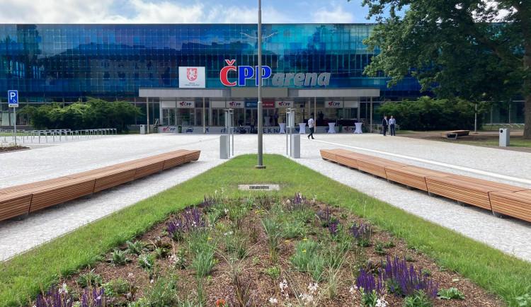 Hradec Králové má nový reprezentativní prostor. Prostranství před zimním stadionem je hotové