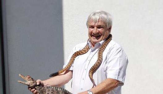 Zvířata v naší školní zoo museli místo studentů krmit tělocvikáři, říká ředitel SZAT Litomyšl