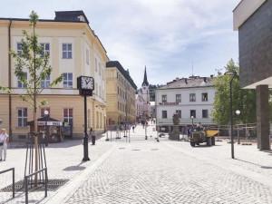 Rekonstrukce pěší zóny v Trutnově finišuje, nová část města připomíná bývalé hradby