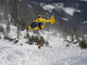 Policie odložila případ pádu laviny v Krkonoších. V polovině března pod ní zůstala skialpinistka