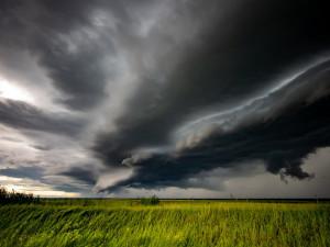 Meteorologové vyhlásili nejvyšší stupeň nebezpečí. Extrémní bouřky mohou dorazit dnes odpoledne