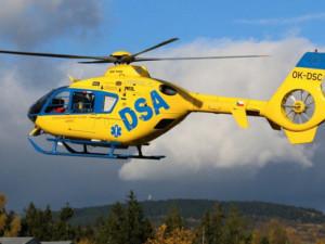 Na Broumovsku had uštkl dítě, vrtulník ho transportoval do nemocnice