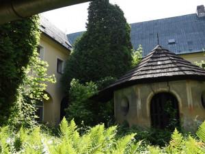 Co s areálem kláštera v Opočně? Hejtmanství si nechá zpracovat velkou anketu