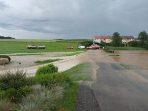 Část Královéhradeckého kraje mohou odpoledne opět zasáhnout silné bouřky