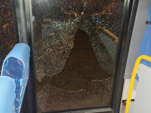 Policie dopadla muže, který na Náchodsku vystřelil na autobus