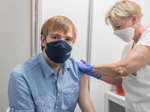 Doba mezi dávkami vakcíny se zkrátí. Od září zřejmě nebudou testy hrazené pojišťovnou
