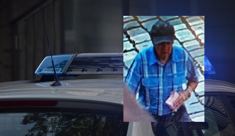Policie pátrá po muži, který ve zlatnictví platil neplatnými penězi