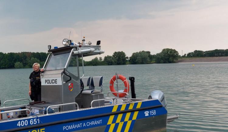 Policisté ve člunu opět hlídkovali na Rozkoši, většina kontrol nebyla v pořádku