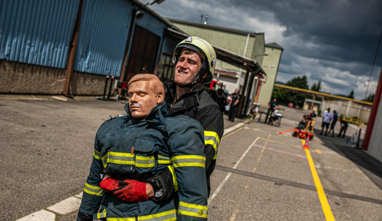 Ve Velkém Poříčí soutěžili o titul nejtvrdšího hasiče