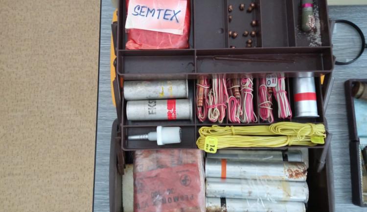 Na policii přinesl kufřík se semtexem a rozbuškou. Muž chtěl využít zbraňové amnestie