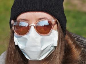 Ministerstvo doplní opatření o respirátorech v obchodech a MHD. Soud ho označil za neplatné