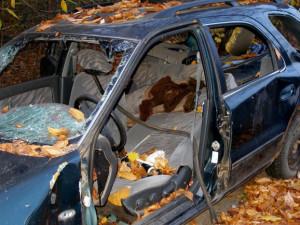 Autovraky z Hradce postupně mizí. V nejbližších dnech město odtáhne další