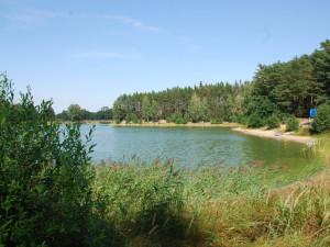 Koupání v Hradeckém kraji bez komplikací. Zhoršená kvalita vody je na Stříbrňáku a v Jinolicích