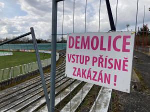 Hradec Králové předal fotbalový stadion stavební firmě. Demolice začne v srpnu