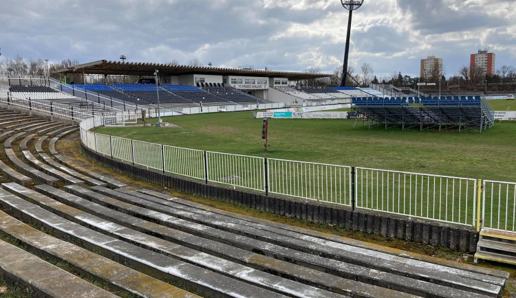 OBRAZEM: Naposledy si prohlédněte starý fotbalový stadion v Hradci Králové