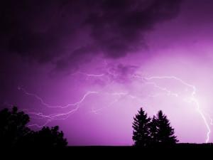 Meteorologové zpřísňují varování před bouřkami. V Hradeckém kraji hrozí i povodně