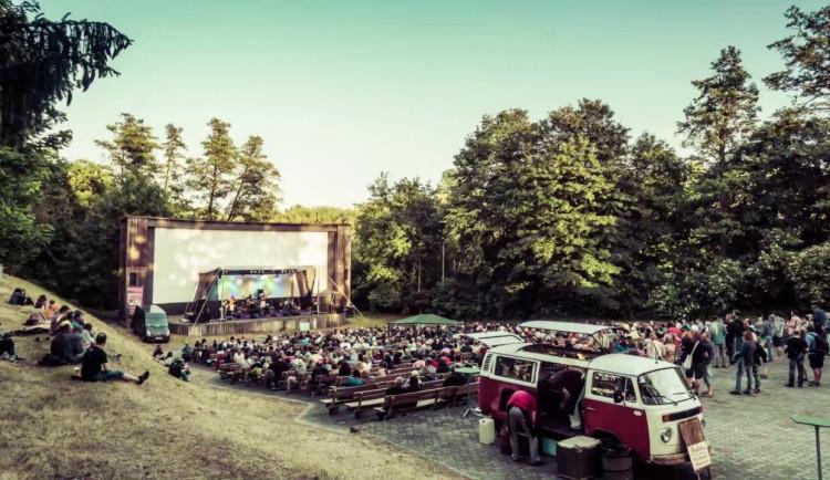 Festival Na jednom břehu v Hradci Králové se opět vrací do Letního kina Širák