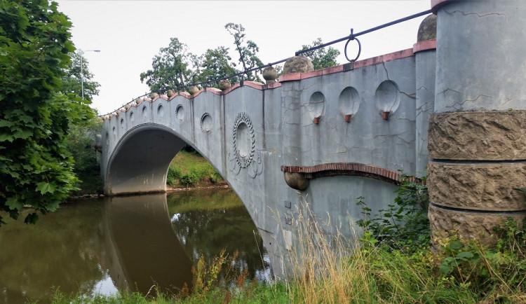 Chloubou Hradce Králové jsou i jeho mosty a lávka. Spočítat by se daly na obou rukách a jedné noze