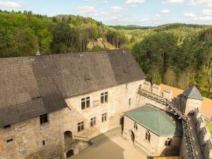 Rekonstrukce hradu Kost je u konce. Stála víc než 100 milionů korun
