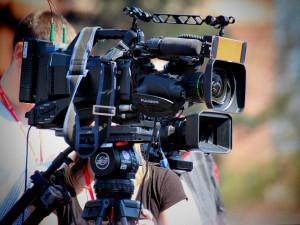 Ve Dvoře Králové se začíná natáčet seriál. Lidé na filmaře narazí v Safari Parku