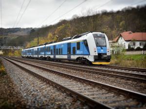 Zpoždění vlaku či ztráta zavazadla. Jaká práva máte při cestování vlakem?