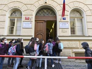 Žáci se na začátku září třikrát otestují na koronavirus, schválila vláda