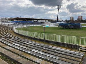 Dodavatel stavby stadionu v Hradci Králové se potýká se zdražením stavebních materiálů