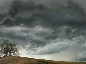 Do Hradeckého kraje dorazí bouřky. Varování platí pro polovinu regionu