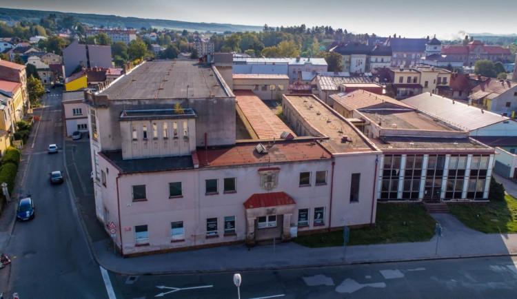 Dvůr Králové ukončil architektonickou soutěž na Mayerovu továrnu. Porota vybere nejlepší návrh