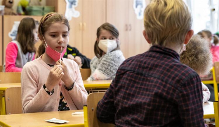 V celém Hradeckém kraji jen osm pozitivních testů. Testování na školách zachytilo minimum nákaz