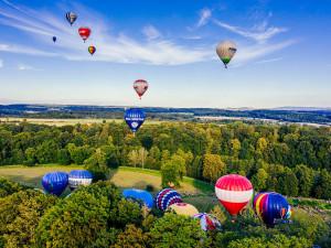 Nebe na Náchodsku zaplní 25 horkovzdušných balonů