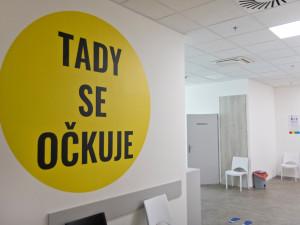 Hradecký kraj překonal hranici 600 tisíc podaných vakcín. Nejméně je naočkovaných lidí do 30 let