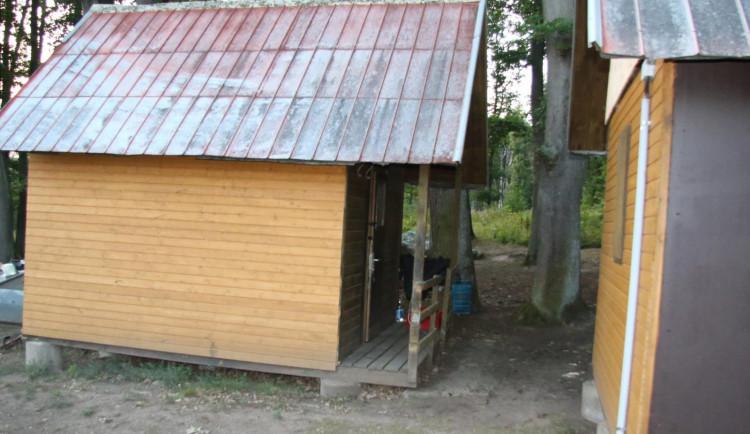 Zletního tábora se stala varna pervitinu. Pro dealery si došla zásahová jednotka