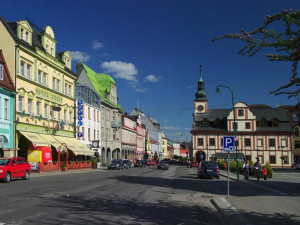 Oprava Krkonošské ulice vedoucí přes centrum Vrchlabí bude hotova do tří měsíců