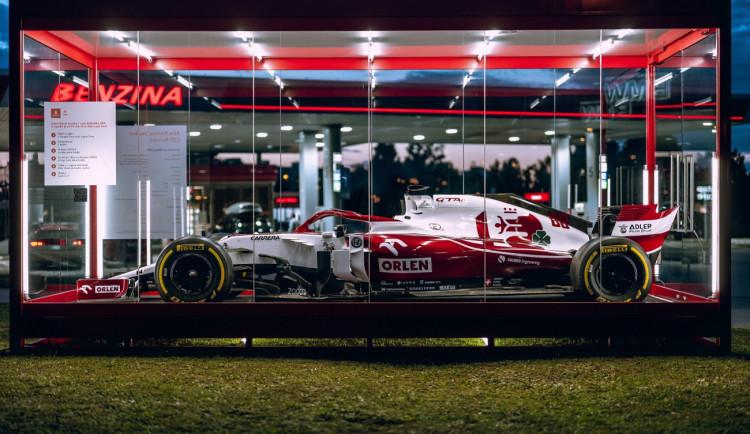 V Hradci Králové je vystavená Formule 1. Vůz za miliony chrání skleněná krabice
