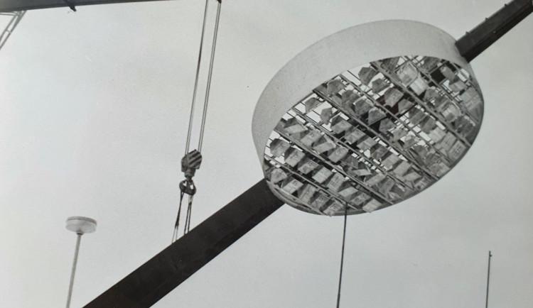 Dnes půjde kzemi první lízátko. Osvětlení na hradeckém stadionu fungovalo skoro 50 let
