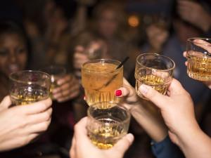 Kontroly prodeje alkoholu mladistvým: správná věc, nebo řízená provokace?