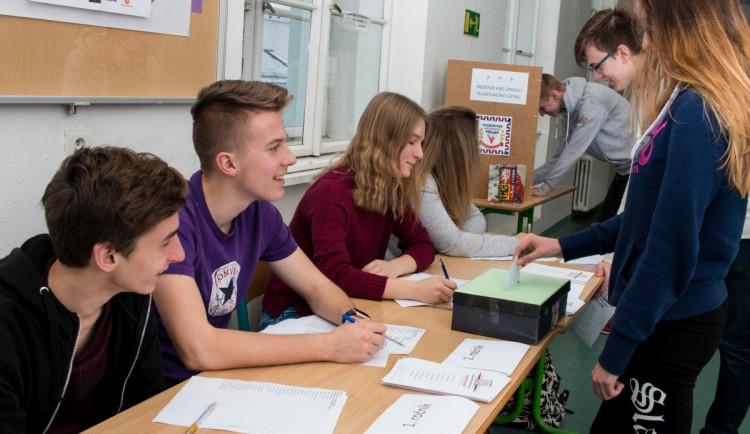 V Hradeckém kraji probíhají Studentské volby. Simulují reálné volby do sněmovny