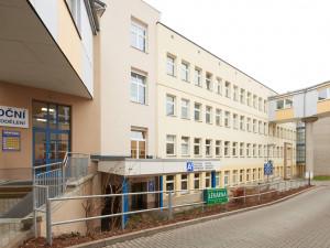 Od října nabídne trutnovská nemocnice nové služby. Rozšíří rehabilitaci a otevře porodnici