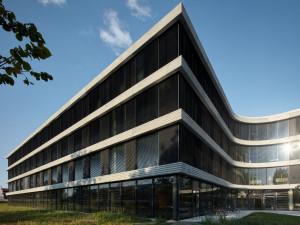 Budova ČSOB v Hradci Králové je oficiálně v provozu. Cenu stavby banka nezveřejnila