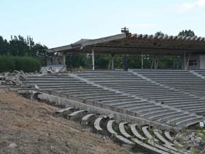 Stavba fotbalového stadionu v Hradci Králové jde podle plánu. Radnice však neví, kolik bude jeho provoz stát