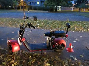 Důchodkyně pod vlivem na kole a nezletilý řidič mopedu se v Hradci srazili na chodníku