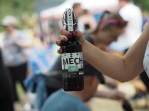 Hradecká univerzita má svoje pivo. Jmenuje se UHK Mech
