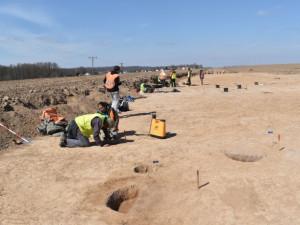 Pod trasou budoucího obchvatu Jaroměře je významné naleziště. Archeologové zde našli unikátní pec