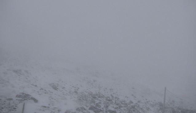 Na Sněžce je bílo, zmizely také ochranné sítě proti neukázněným turistům