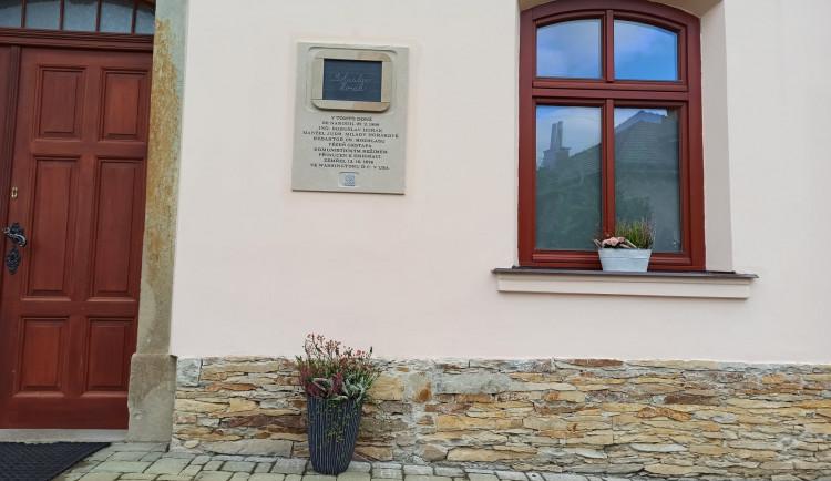 Černilov má novou pamětní desku Bohuslava Horáka, osobnosti protinacistického odboje